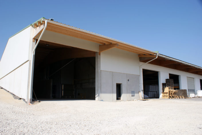 Gewerbehalle in Aschbach